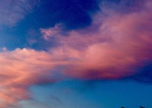 ciel-bleu-nuages-roses